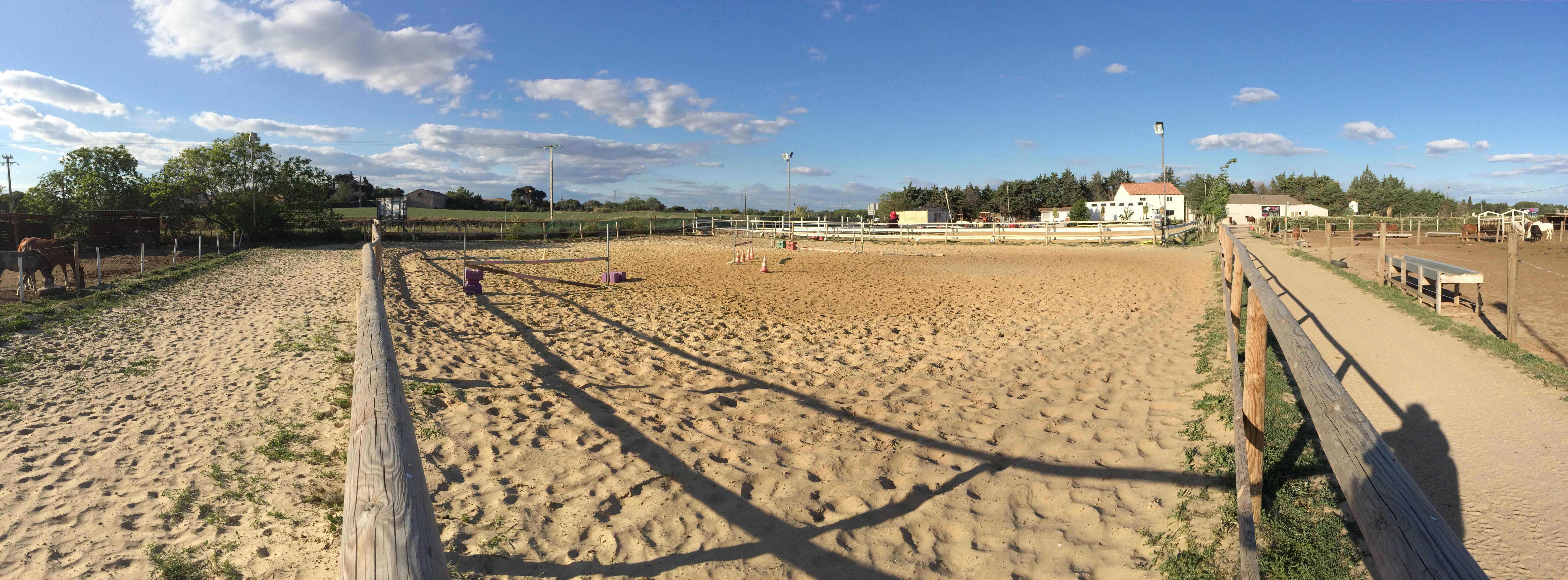 panoramique de la carrière du poney club d'axelle